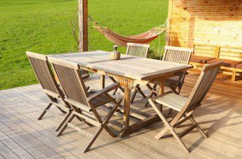 Rustikale Gartenmöbel aus Holz