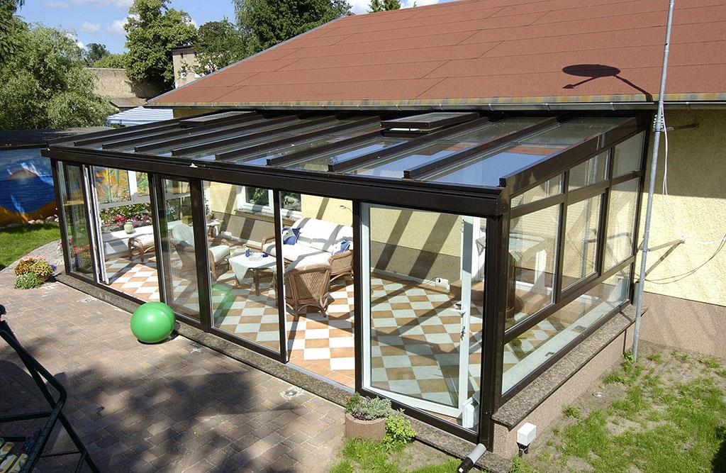 Eine Terrassenüberdachung aus Glas
